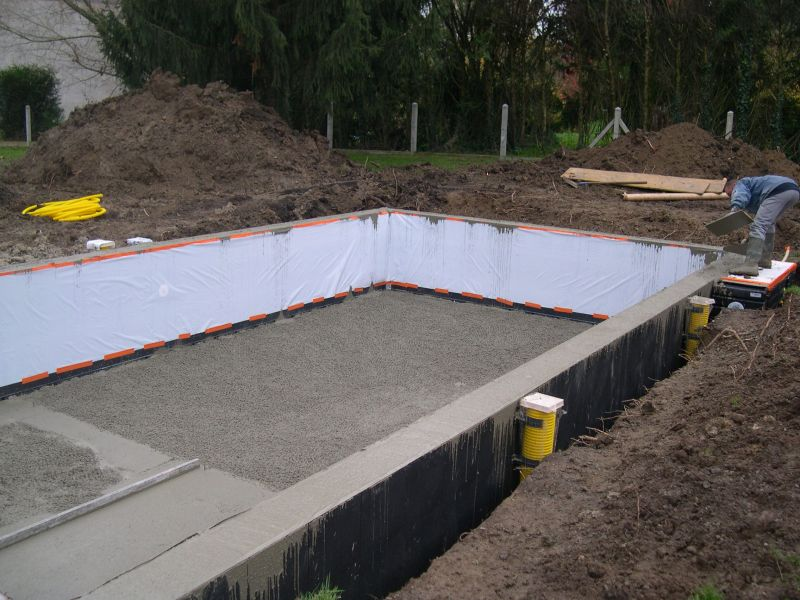 Coulage de la piscine construction piscine magiline 9x for Construction piscine 16