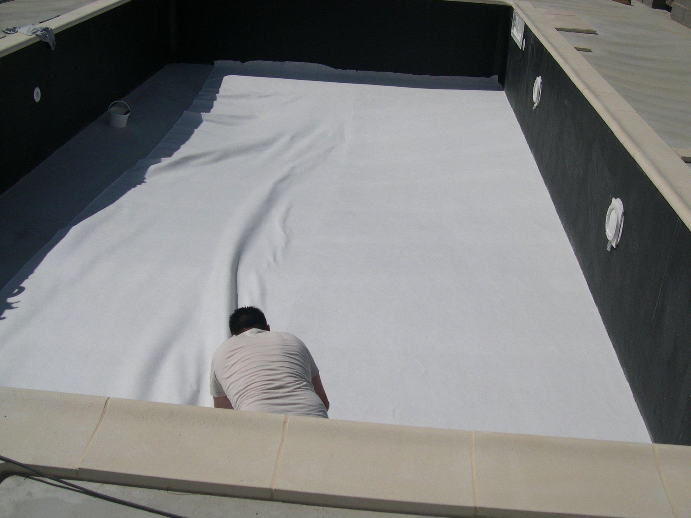 23 06 2011 matin pose feutre au sol et mousse sur les for Pose feutre piscine